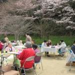 開会は桜の枝持ちました。