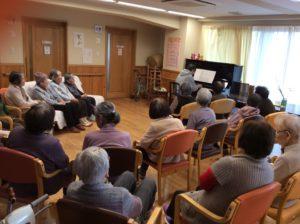 ピアノ演奏会(のんびり村花岡デイサービス)